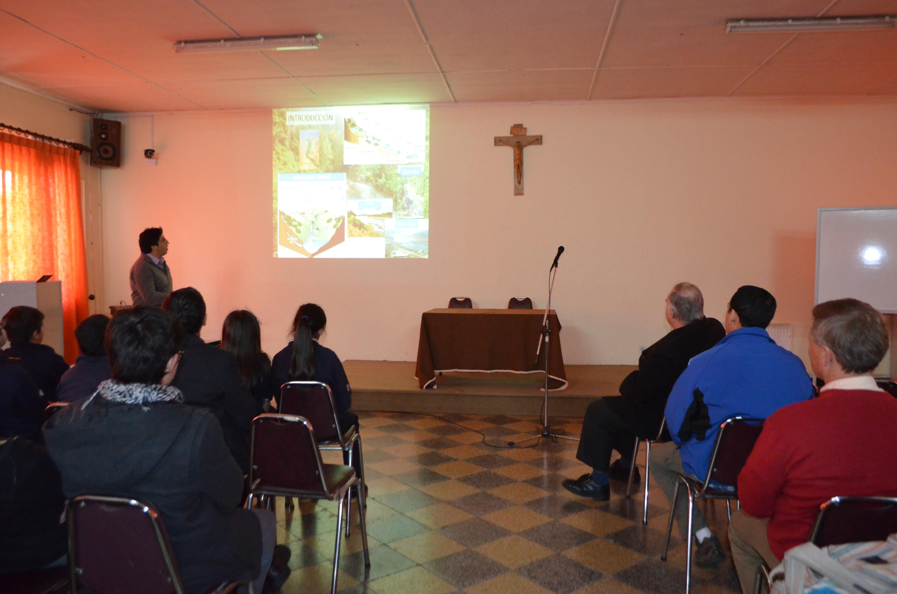 Alumnos participan de charla dictada por Doctorando Pablo Fierro